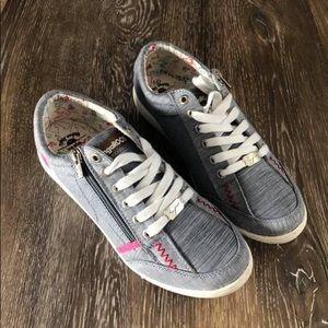 Kangaroos Zipper Shoes